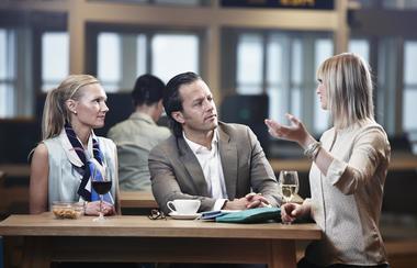 Samtale rundt bord