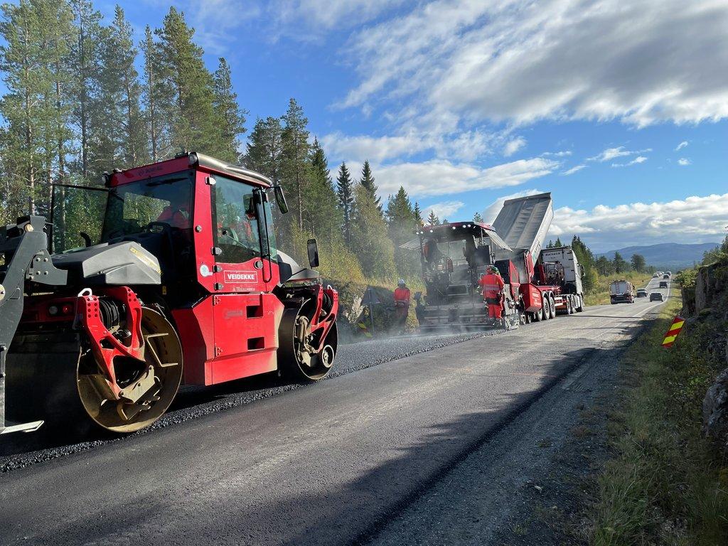 Asfaltering med klimavennlig asfalt E14 i Meråker